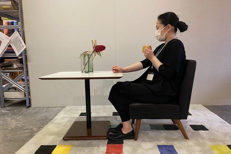 カリモク60のカフェチェアとカフェテーブルを合わせると